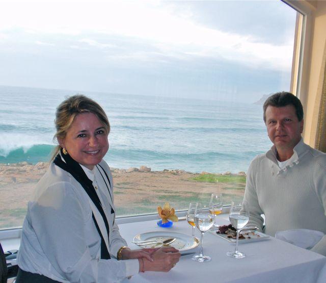 Momento memorável à mesa: comida maravilhosa, vista maravilhosa, companhia maravilhosa