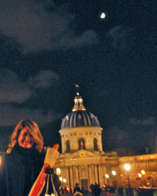 Baquete... Lua... Paris... Puro hedonismo gourmet!