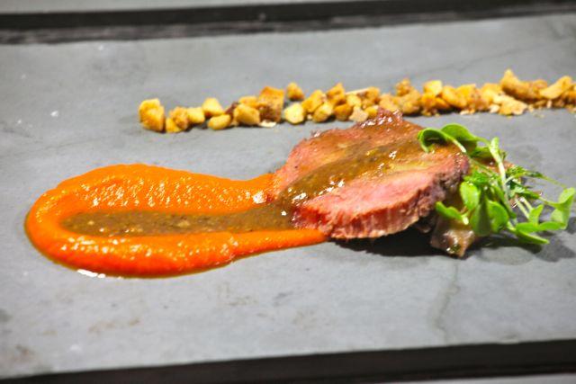 Vitela a baixa temperatura Shiitake Purée de carottes aux Epices Farofinha de amêndoas epicée