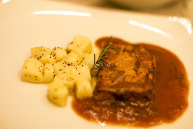 Terrine de Cordeiro com Gnocchi. Deslumbrante! Muito bem feita, a carne desmanchando, uma delícia!