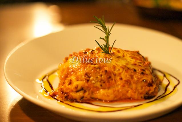 Lasagna alla Bolognese (massa caseira ao molho bolonhesa, bechamel, mozzarella e parmesão)