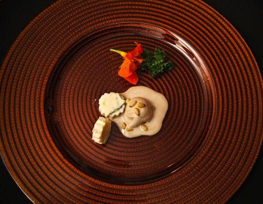 Pre-Dessert Sorvete de Aceto trufado . Pignole . Gorgonzola Dolce