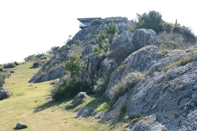 Construído sobre a mais alta colina rochosa