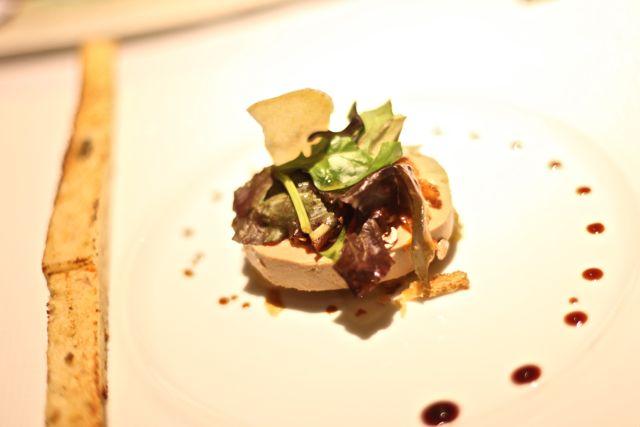 Foie Gras de Canard, Compotée de Fruits au poivre Timut, Muesli maison et Caramel de Pomme acidulé au beurre salé