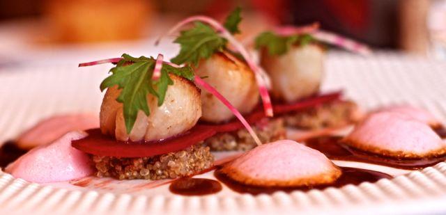 À la façon d 'une salade de betterave, St Jacques de plongée, quinoa à la fleur d'oranger A forma como uma salada de beterraba, St Jacques mergulho quinoa flor de laranjeira