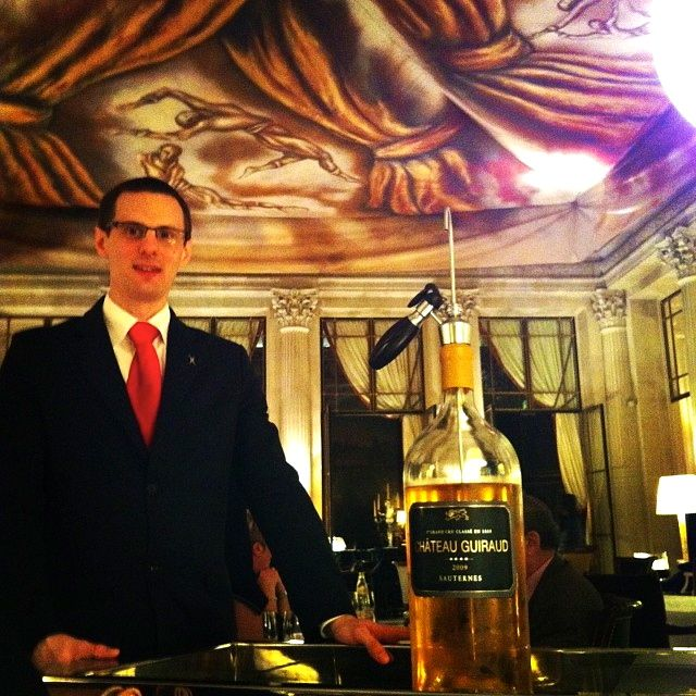 Olha o tamanho da garrafa de Sauternes Château Guiraud