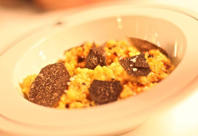 Œufs de poule en brouillade, truffe noire Ovos mexidos, trufas negras