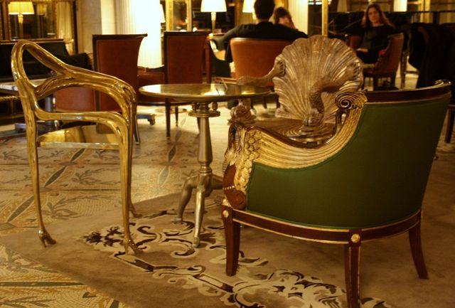 Mobiliario Le Dalí A cadeira da esquerda é a Leda