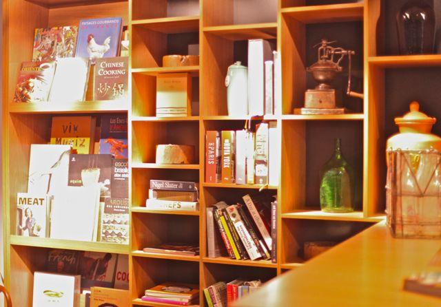 Pelo que entendi, essa ainda é uma coleção particular, mas eles também vão vender livros