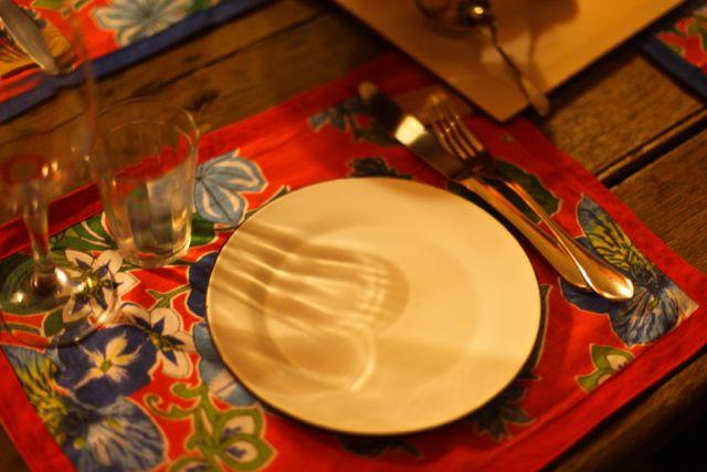 Jogo americano de chitão e prato de ágata
