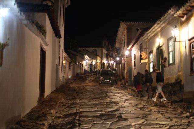 tiradentes rua a noite