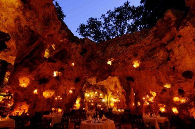 19. Ali Barbour's Cave Restaurant (Quênia) Fonte: alibarbours.co