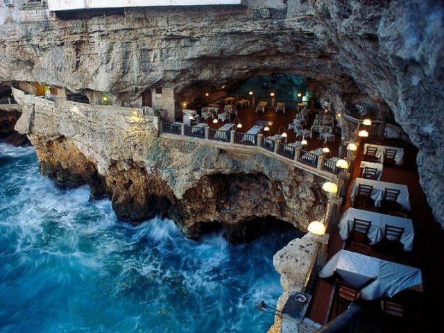 4. Ristorante Grotta Palazzese (Plugia, Itália) Fonte: googleusercontent.com