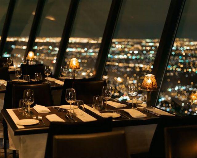 9. 360 Restaurant (CN Tower, Toronto, Canadá) Fonte: cntower.ca