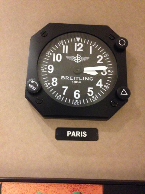 Relógio na recepção do hotel