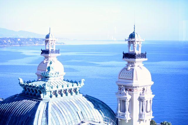 Telhados de Mônaco vistos a partir do Le Grill do Hotel de Paris durante o dia...