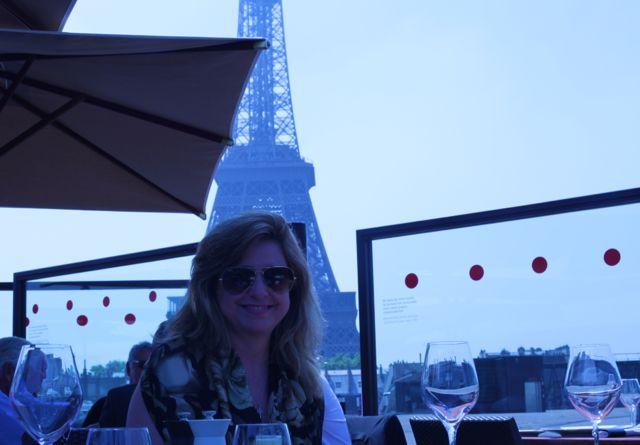 Torre Eiffel vista do restaurante Les Ombres