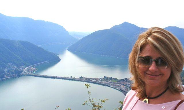 Lago de Lugano visto de um pequeno restaurante no monte