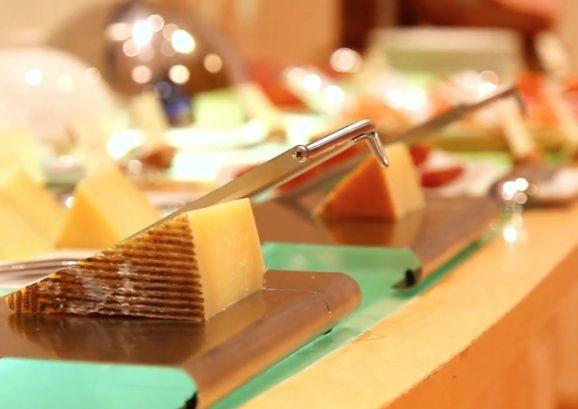 dormindo no museu queijo