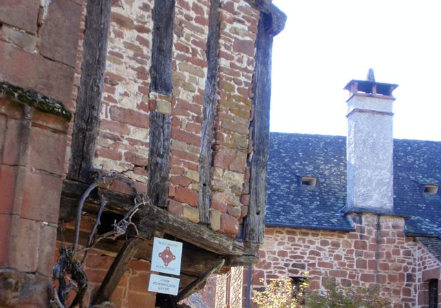 Collonges la Rouge - Monumento