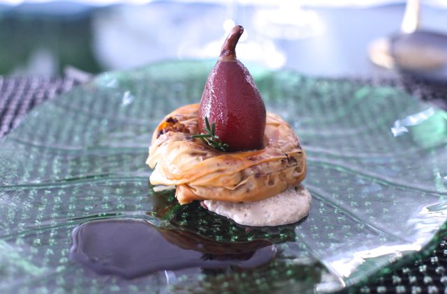 Arroz de Pato envolto em Philo com Pera cozida no Vinho do Porto e Espuma de Champignon