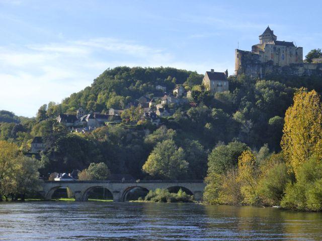 Vista do rio para o castelo