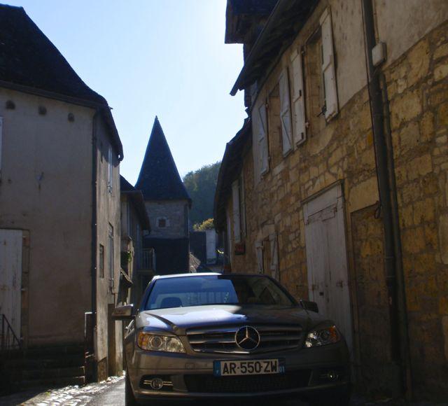 A rua tem a largura do carro