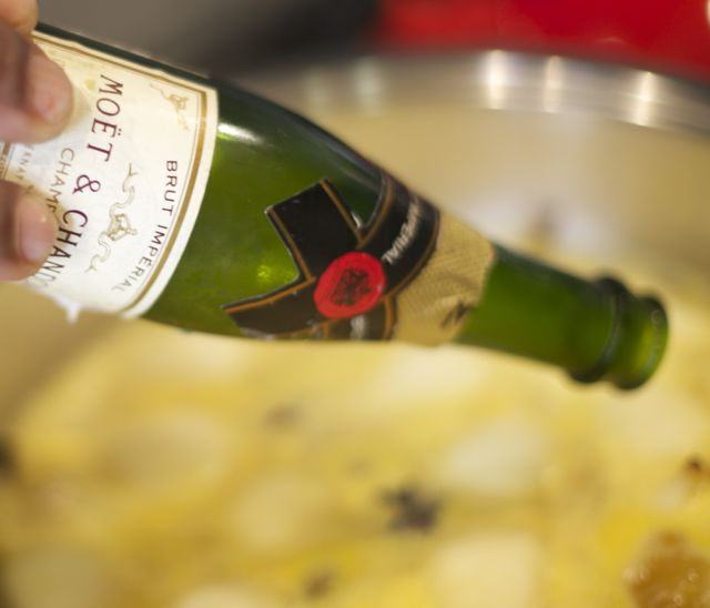 Aproveite Champagne, ou vinho barranco que tenha sobrado