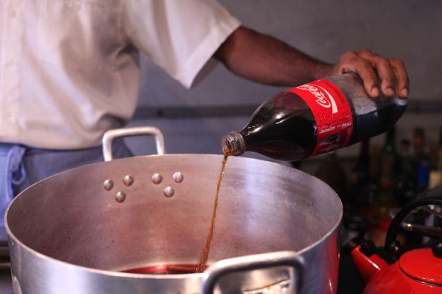 Esse dia tinha uma Coca Cola aberta na geladeira e ela foi usada também
