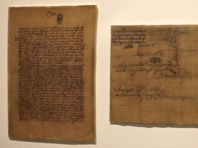 Bem na entrada da exposição, a carta de Pero Vaz de Caminha na qual, em 1.500, o escrivão relata – equivocadamente, contam os organizadores – sobre o inhame e o palmito.