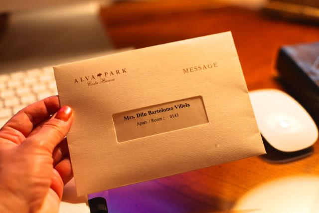 Como assim? Um envelope? Será que já vamos pagar sem nem ter começado? rsrrsss...