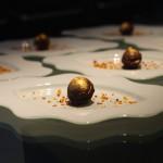 Farofinha de Amêndoas Maracujá com Chocolate e Ouro Coulis quente de Maracujá