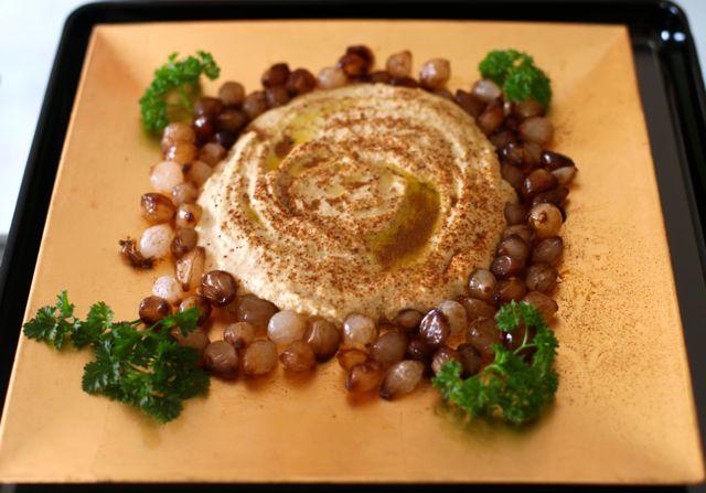 Hummus com Mini cebolas carameladas