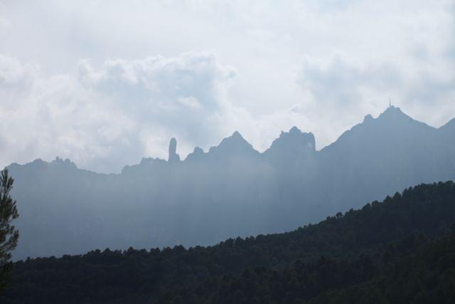 MONTSERRAT montanha contorno