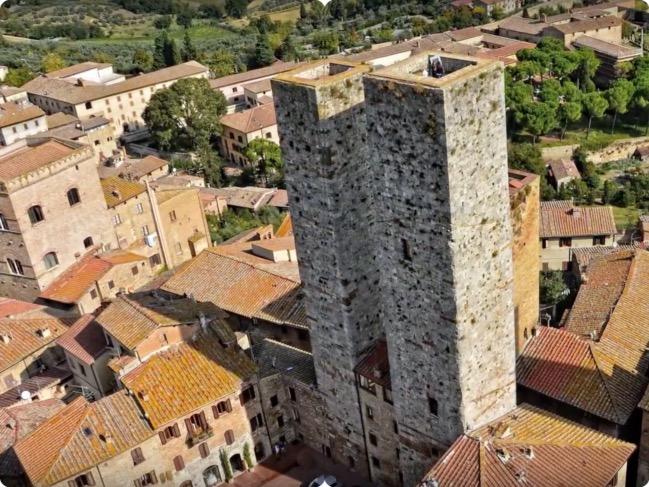San Gimignano Torres gemeas_Fotor_Collage