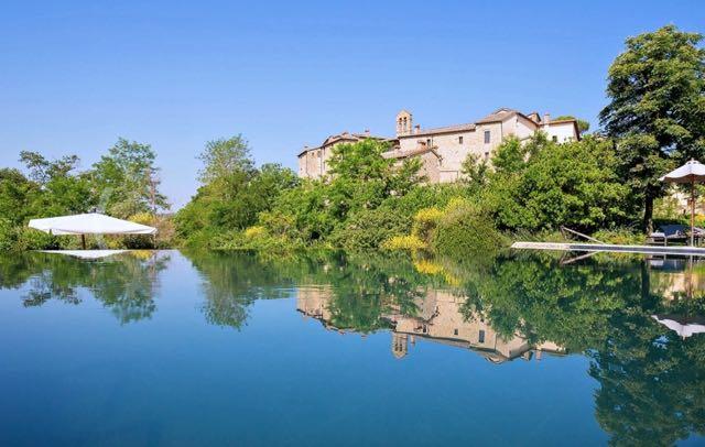 castel monastero vista da piscina