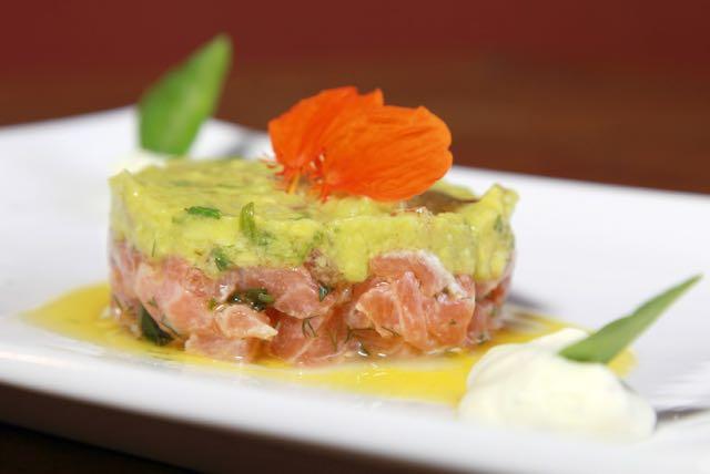 O famoso tartar de salmão do diVino ganha nova apresentação