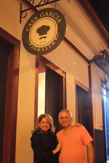 E sendo recebida pelo grande chef Mauro Bernardes