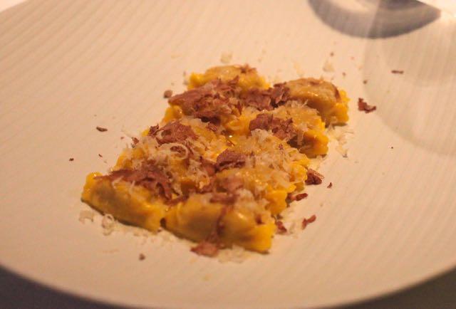Este prato foi o do Luiz. No lugar da carne veio este prato de raviólis para o Luiz.