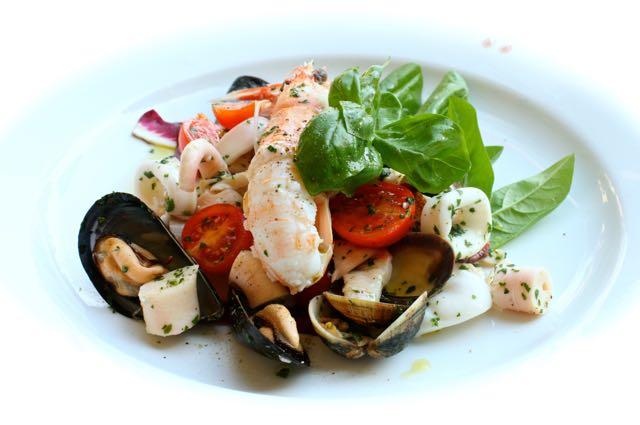 Salada de frutos do mar... da Ligúria! Tudo de bom!