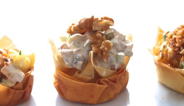cestinha-de-pillo-com-salada-waldorf