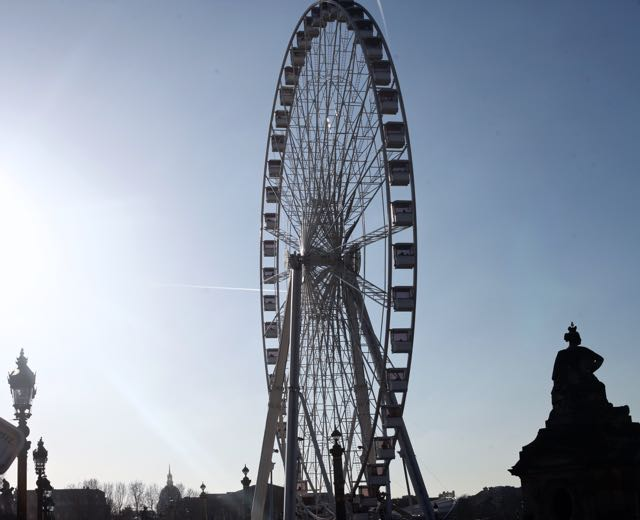 Foi nessa exuberante praça o local escolhido pra instalar a roda gigante